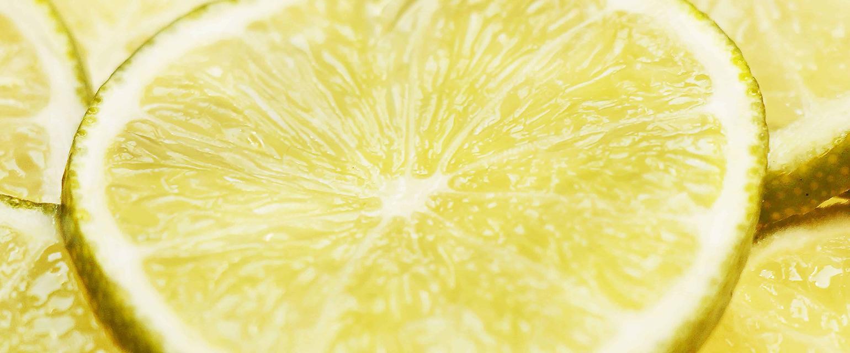 Ventajas y desventajas de tomar agua tibia con limon en ayunas