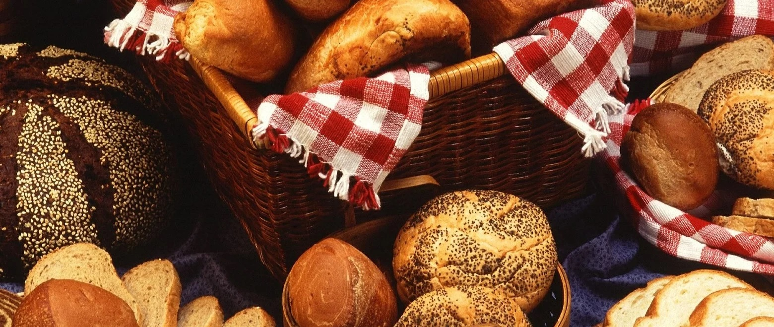 No, no hay evidencias de que el pan y otros hidratos de carbono engorden más por la noche