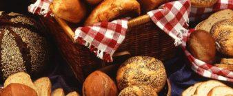 ¿El pan y otros hidratos de carbono engordan más por la noche? No, no hay evidencias de ello