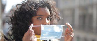 Por qué no es buena idea dejar las mascarillas al sol como método de desinfección